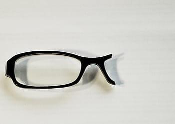 Crean lentes dotadas de inteligencia artificial… que no requieren de circuitos ni electricidad, sólo de vidrio